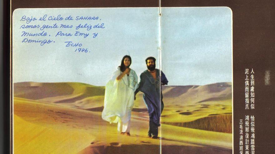 San Mao y José María Quero  en una imagen tomada en el Sáhara, donde residió la pareja.