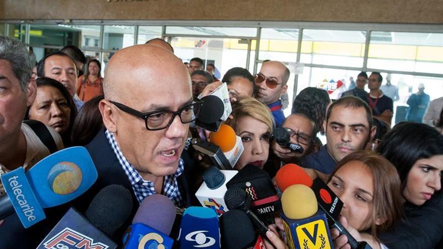 Oposición venezolana consigna más 1,8 millones de firmas para pedir referendo