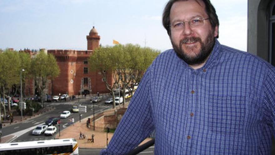 Pere Codonyan, desde el balcón del que hasta hora fue la delegación de TV3 en Perpiñán. (foto: TV3)