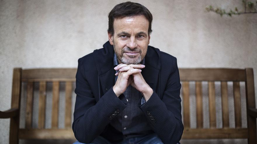 El candidato de En Comú Podem, Jaume Asens, en la sede de su partido