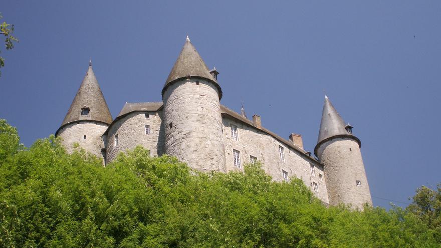 Castillo de Vevés, uno de los mejores ejemplos de arquitectura militar medieval de Valonia. Anton Raath