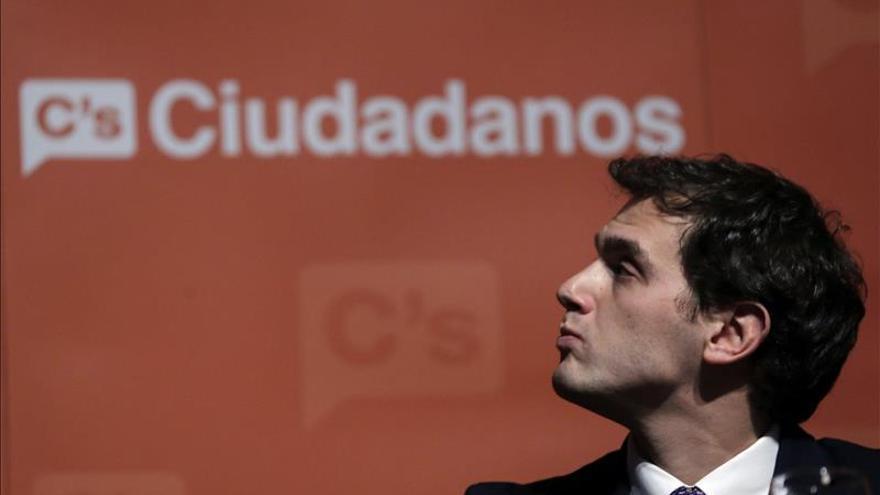 """Rivera lamenta la nula """"autocrítica"""" de Rajoy y ve """"el fin del bipartidismo"""""""