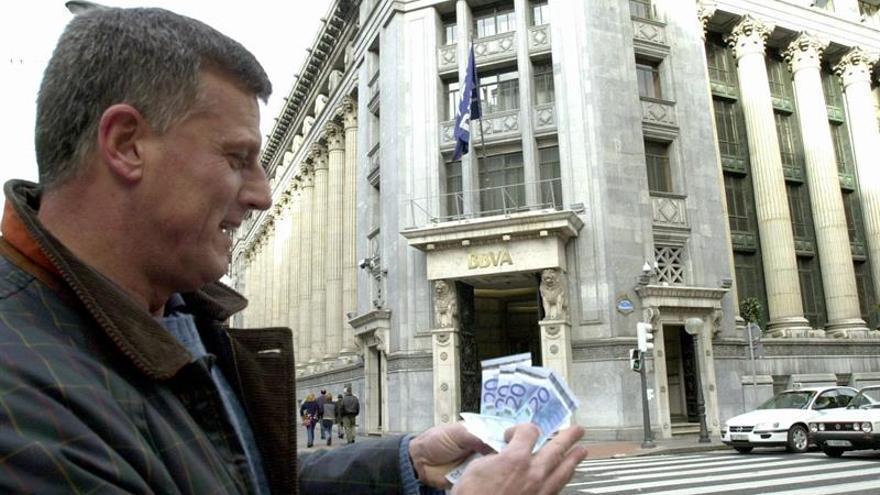 La morosidad bancaria bajó del 10 % en marzo por primera vez en casi 4 años