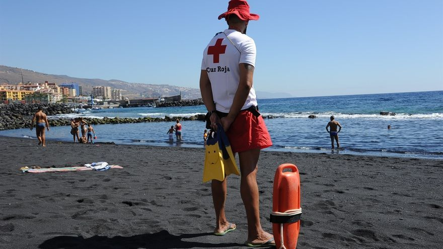 Socorrista de la Cruz Roja. (EUROPA PRESS)
