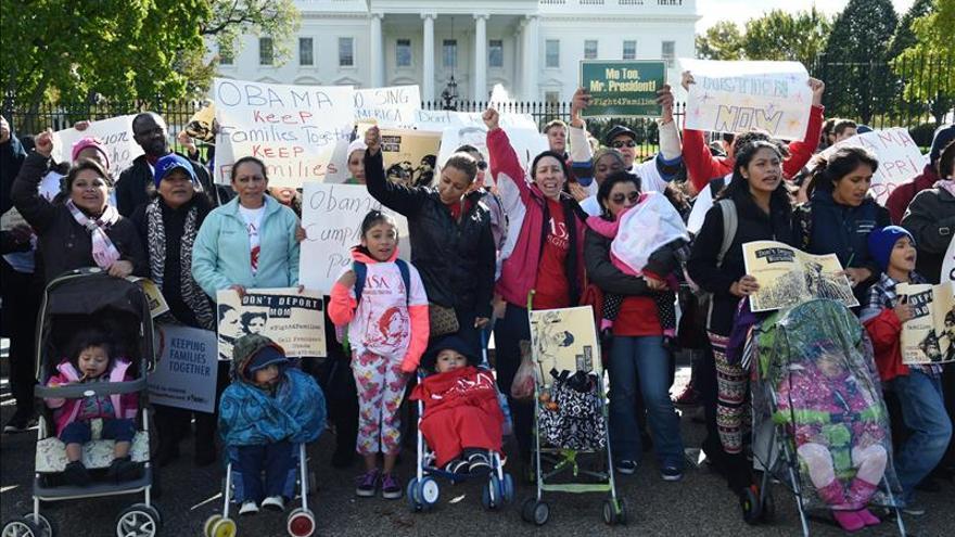 Inmigrantes se manifiestan para pedir a Obama que cierre los centros de detención