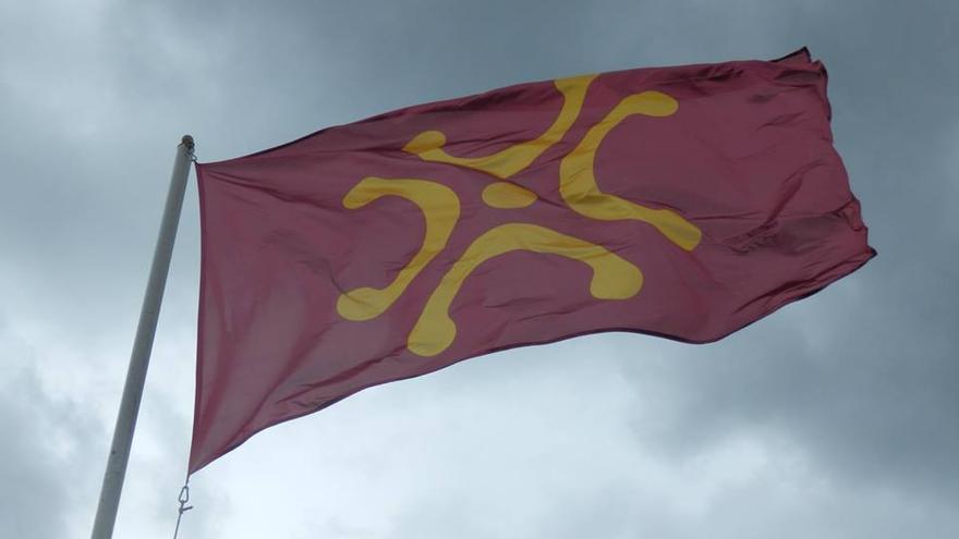 Una bandera con el lábaro ondenando. | DIEGU SAN GABRIEL
