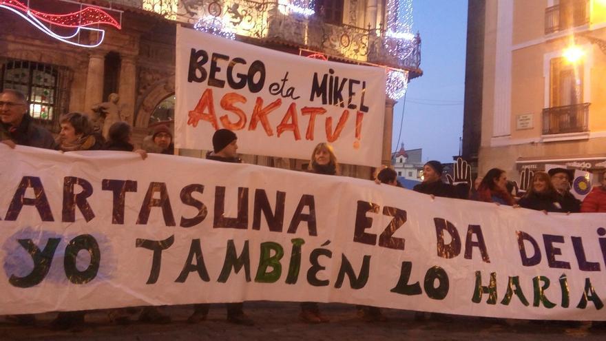 Una concentración en Pamplona pide la liberación de los cooperantes detenidos en Grecia