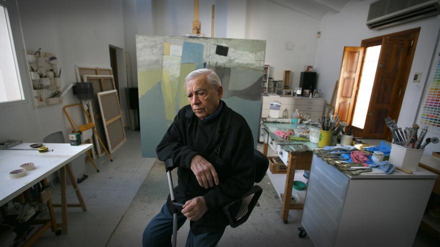 El pintor Joaquín Michavila en su estudio.