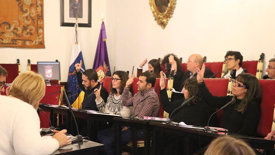 Concejales en el pleno de La Laguna de este jueves, con la bancada de Unidos Se Puede y PSOE
