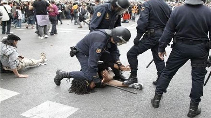 Fotografía que aportaron como prueba los denunciantes a la Policía por lesiones, arresto ilegal y torturas durante el 25S