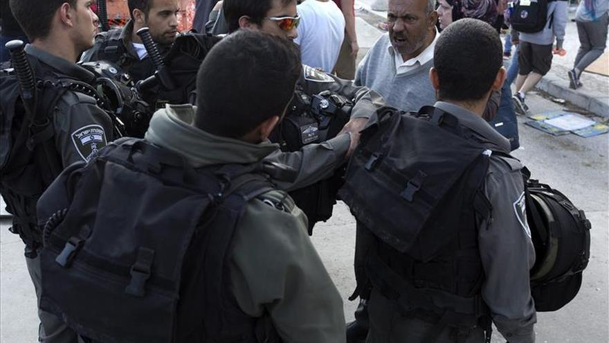 Un palestino herido crítico y 2 policías israelíes leves en Jerusalén