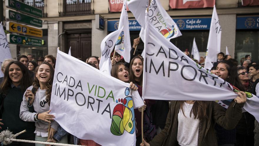 Chicos y chicas jóvenes han pateado las calles de Madrid contra la retirada de la ley del aborto de Gallardón. \ Juan Ramón Robles