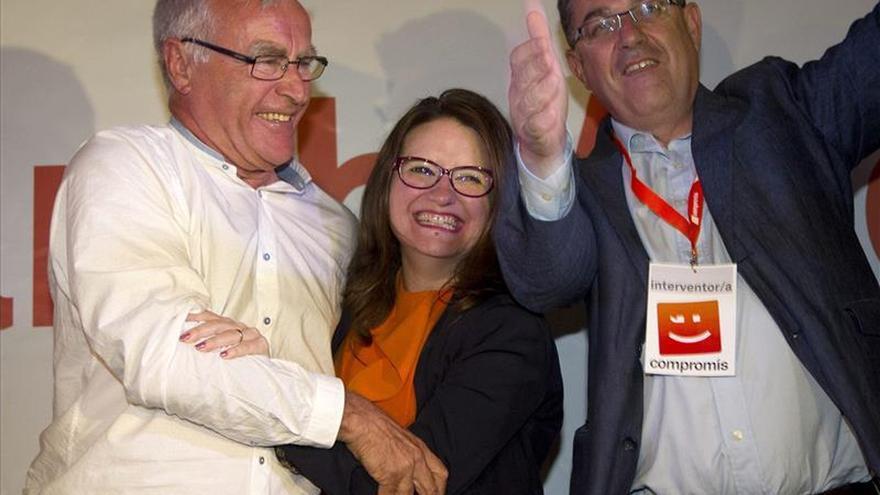 Joan Ribó, Mónica Oltra y Enric Morera celebran los resultados de Compromís.