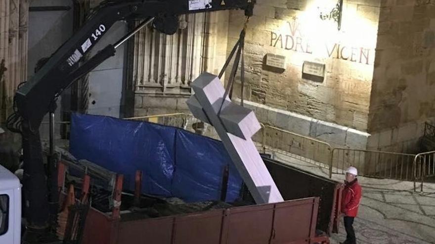 Abogados Cristianos se querellarán contra el alcalde de Callosa de Segura por retirar la Cruz de los Caídos