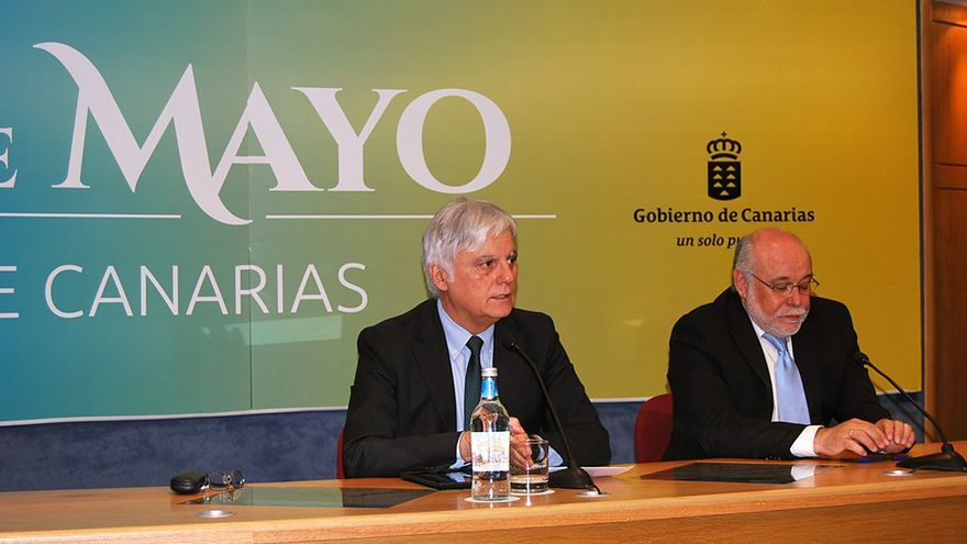 El consejero de Educación, Universidades y Sostenibilidad del Gobierno de Canarias, José Miguel Pérez (i).