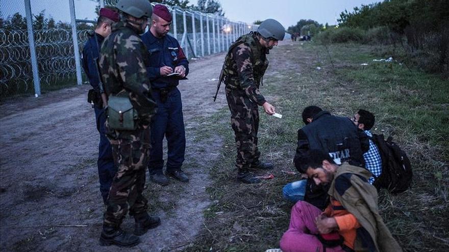 La Policía húngara detiene a 16 refugiados con la nueva legislación migratoria