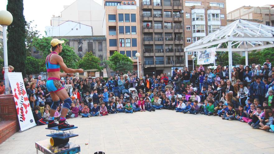 Una actuación callejera destinada al público infantil en la pasada edición