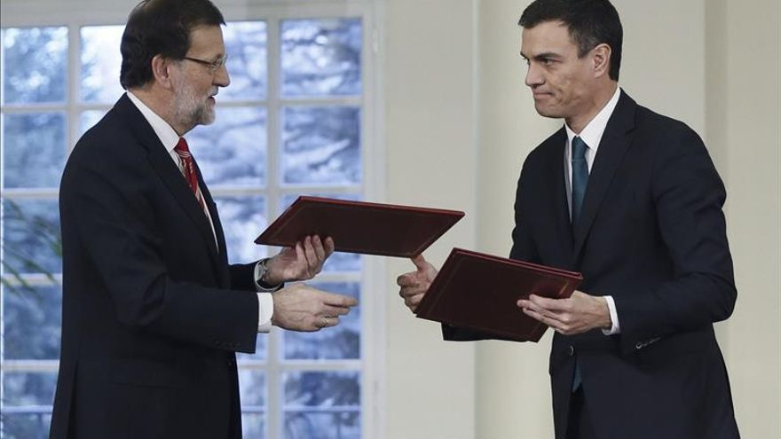 Rajoy y Sánchez firman el pacto contra el terrorismo yihadista.