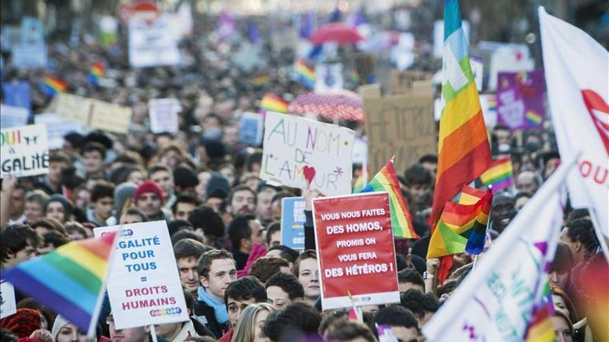 Manifestación a favor del matrimonio gay en París (Francia). / Efe