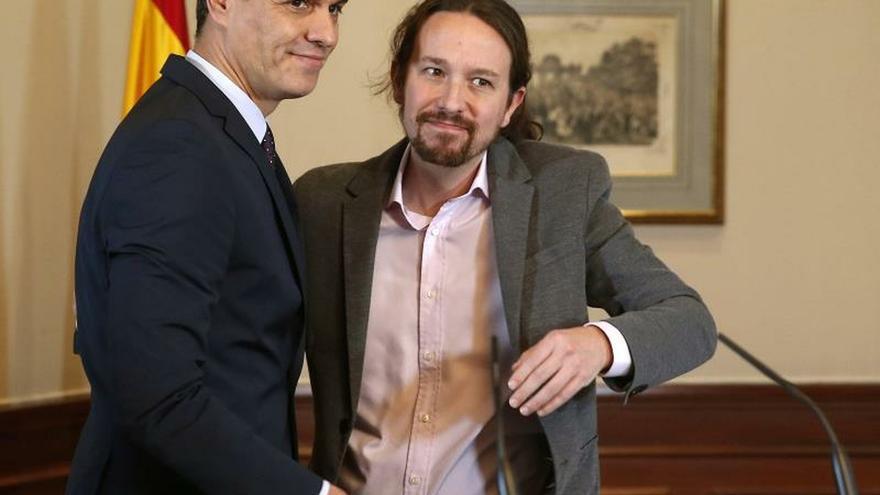 """Sánchez dice a los militantes que el acuerdo con Podemos es """"imprescindible"""""""