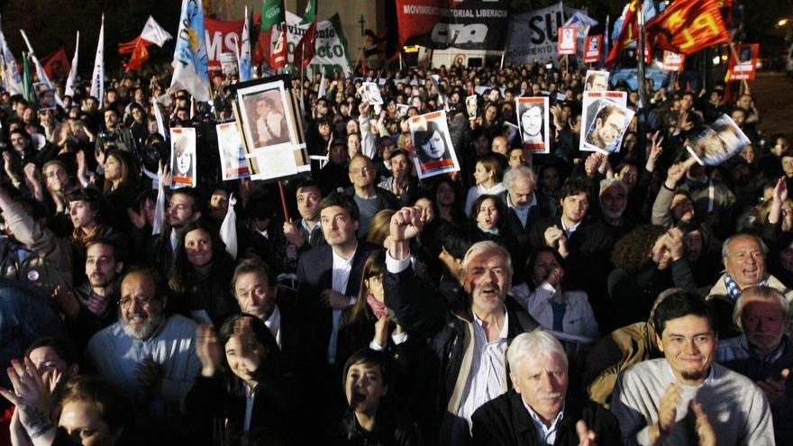 Condenan a 14 exmilitares a prisión perpetua por delitos en la dictadura argentina