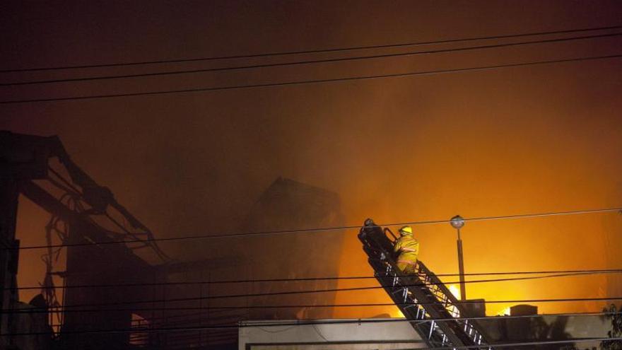 Al menos dos muertos y una decena de heridos en incendio de una fábrica en Nebraska