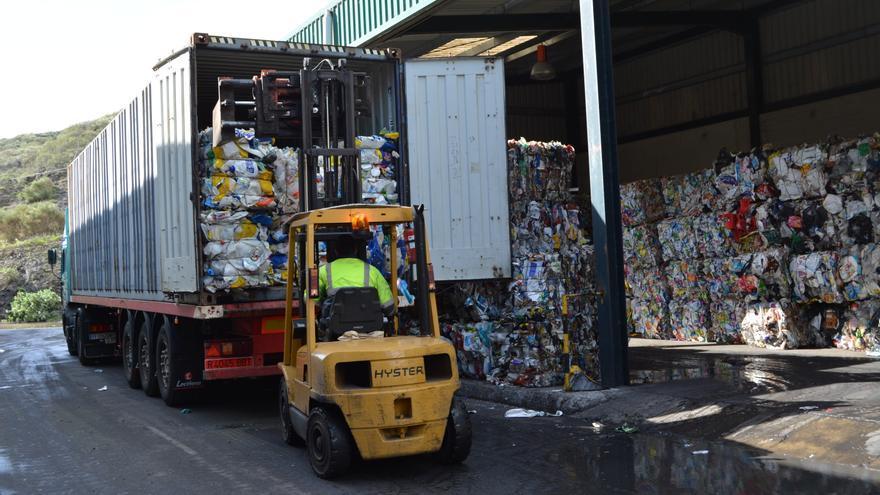 Reciclaje de papel y cartón en La Palma.