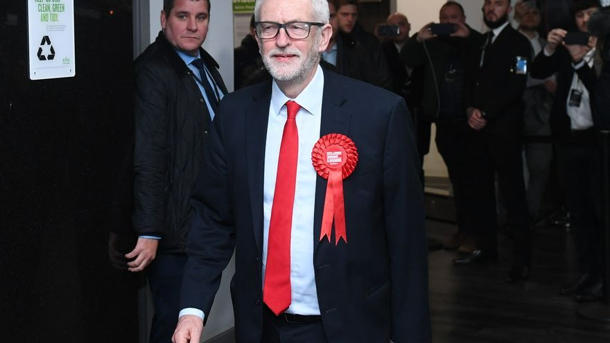 UK Labour leader Jeremy Corbyn (R) arrives for the count at Sobell Leisure Centre for the Islington North and South constituencies during the UK General Election.