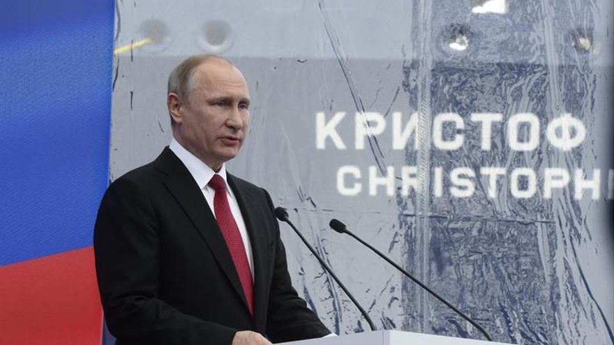 Putin promulga una ley para perseguir grupos en internet que inducen al suicidio