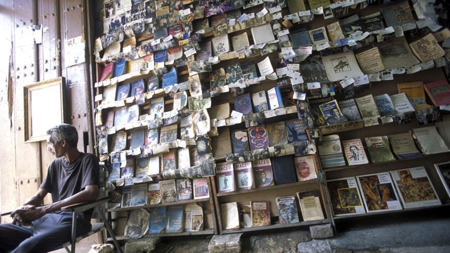 Vendedor de libros en Santiago de Cuba.