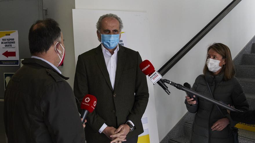 El consejero de Sanidad de la Comunidad de Madrid, Enrique Ruiz Escudero durante su visita al nuevo punto de realización de test de antígenos puesto en marcha dentro del `Plan SUMAMOS´, en la sede de Makro, en Madrid (España), a 27 de marzo de 2021.