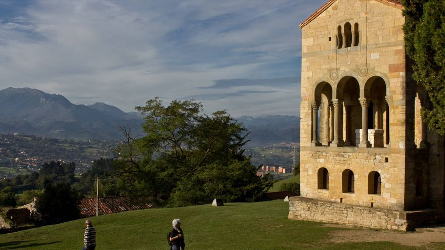 Santa María del Naranco, uno de los edificios del Prerrománico asturiano.