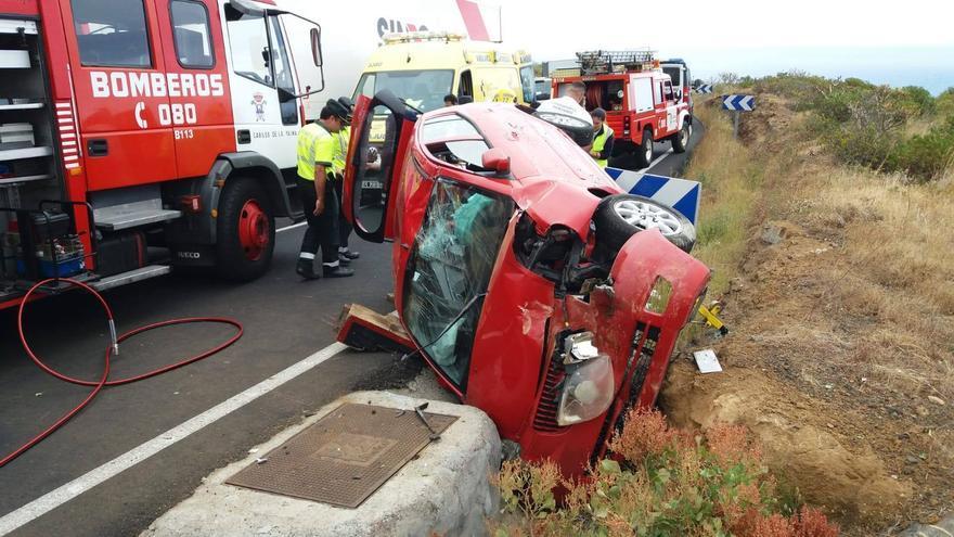 El accidente se ha registrado en la la carretera LP-3, en la zona La Grama (Breña Alta), a la altura del kilómetro 2.