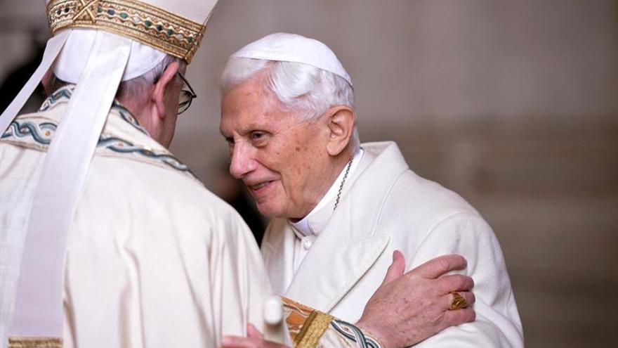 Benedicto XVI defiende el celibato en un libro escrito con el cardenal Sarah