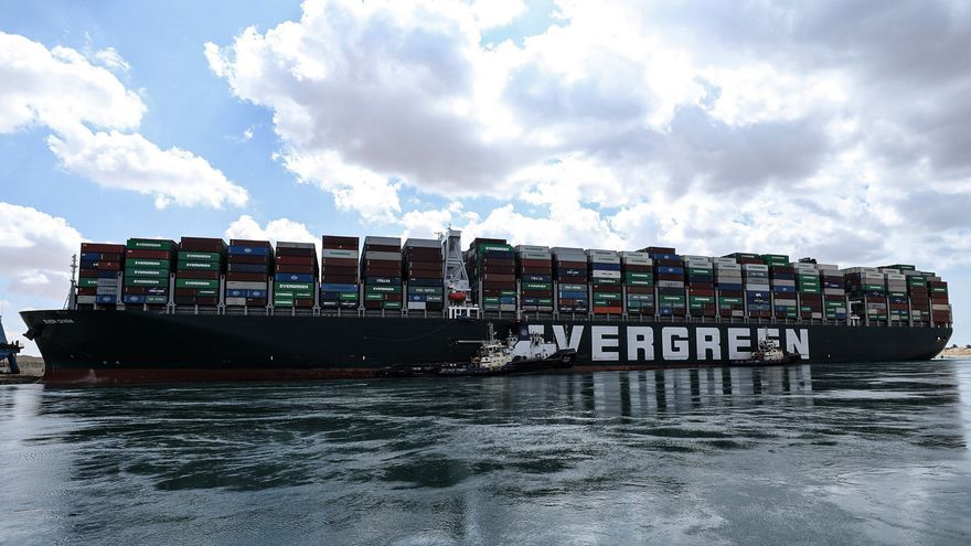 Egipto se enfrenta a la crisis en el canal de Suez con poca transparencia y videos de propaganda