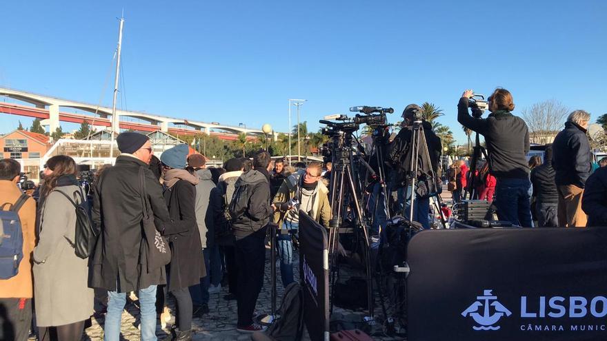 La espera de la población y la prensa ante la llegada de Greta