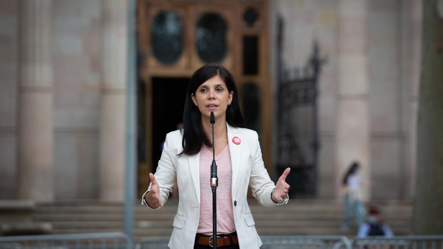 La secretaria general adjunta y portavoz de ERC, Marta Vilalta, interviene ante los medios tras acompañar al conseller de Empresa y Trabajo de la Generalitat para declarar por presunta desobediencia, a 15 de septiembre de 2021.