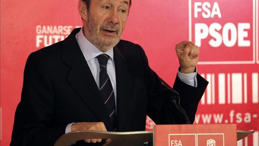 """Rubalcaba y Tomás Gómez abordan el """"horizonte positivo"""" del PSOE en Madrid"""