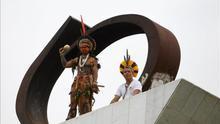 Greenpeace iza un estandarte en Brasilia en apoyo de las protestas indígenas