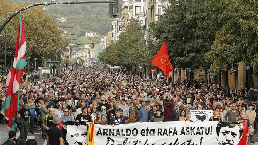 Miles de personas piden en San Sebastián la liberación de Otegi y Rafa Díez