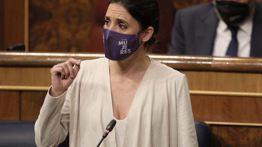 La ministra de Igualdad, Irene Montero, interviene en una sesión de control al Gobierno, a 26 de mayo de 2021, en el Congreso de los Diputados, Madrid, (España). La crisis diplomática abierta con Marruecos, los planes del Gobierno para la presente legisla