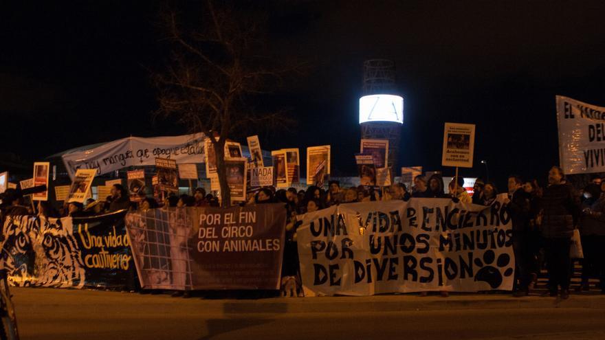 Concentración por el fin de los circos con animales frente al Circo Quirós. Madrid, 14 de enero de 2017. Foto: Asamblea Antiespecista de Madrid