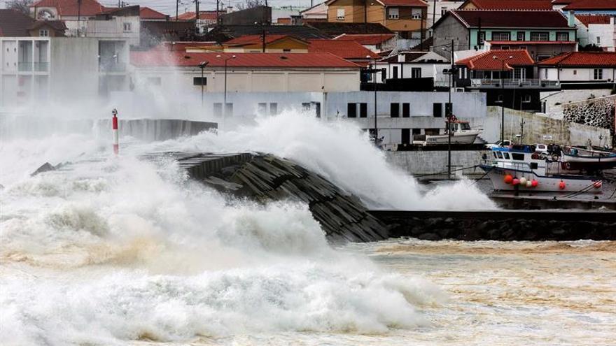 Gastón se degrada a depresión tropical a su paso por las Azores