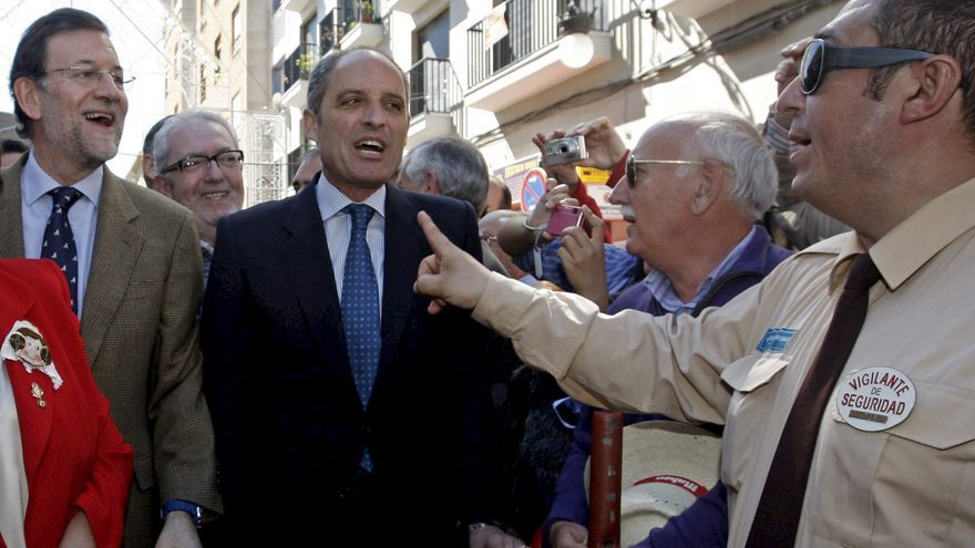 Rajoy y Camps en las Fallas de Valencia de 2011. Foto: Juan Carlos Cárdenas/EFE.