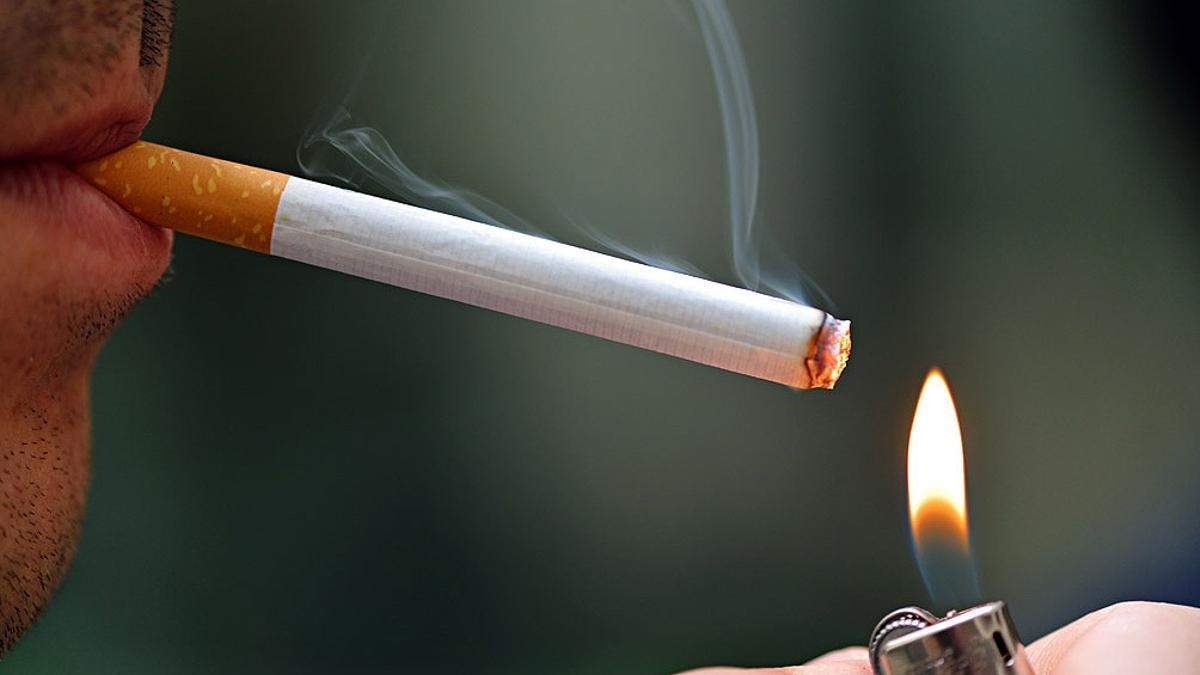 El 29,6% de los hombres y el 20,4% de las mujeres fuma en Argentina.
