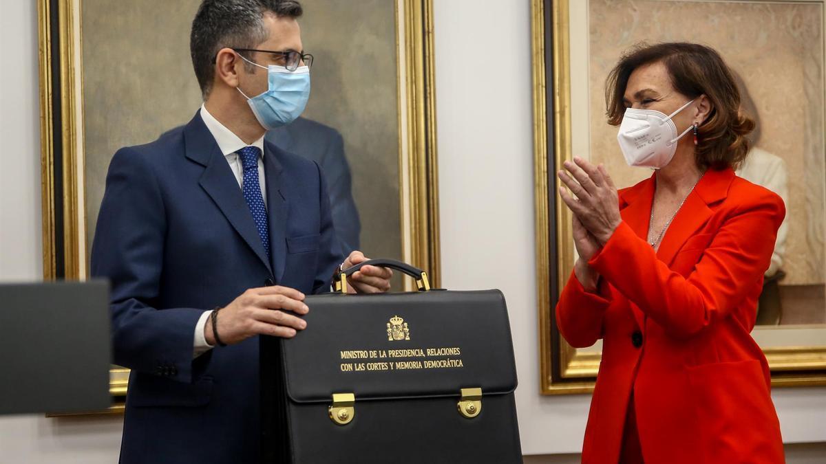 Carmen Calvo, entregando la cartera al nuevo ministro