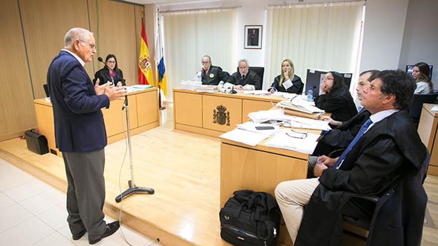 El exalcalde de La Oliva, Domingo González Arroyo declara como acusado por el caso Las Clavelinas.