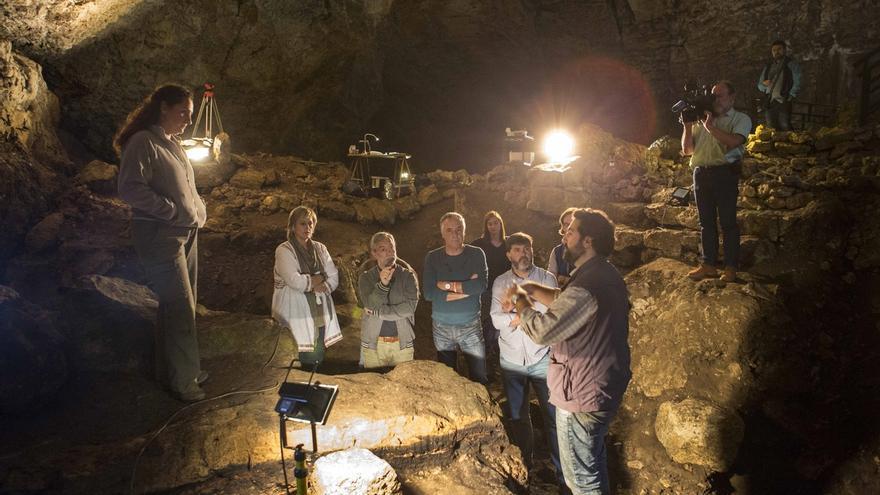 La investigación de El Pendo constata la presencia continuada de neandertales en la cueva