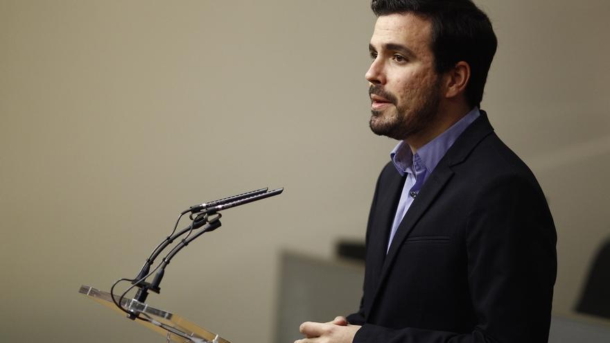 Garzón avisa al PSOE que su acercamiento a C's dificulta un pacto, aunque saludaría su abstención