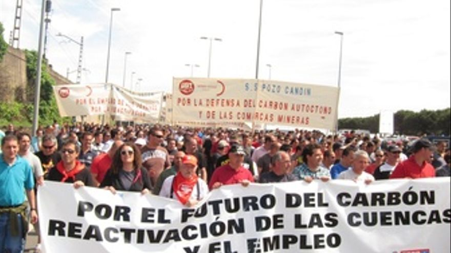 Mineros En El Musel (Gijón)